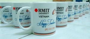 Cốc sứ in logo Rmit