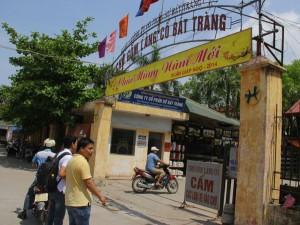 Chợ gốm làng cổ Bát Tràng
