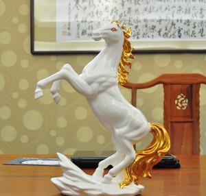 Ngựa gốm mạ vàng phong thủy