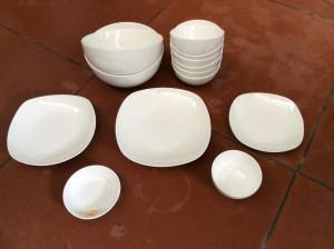 Bộ đồ ăn mầu trắng 01