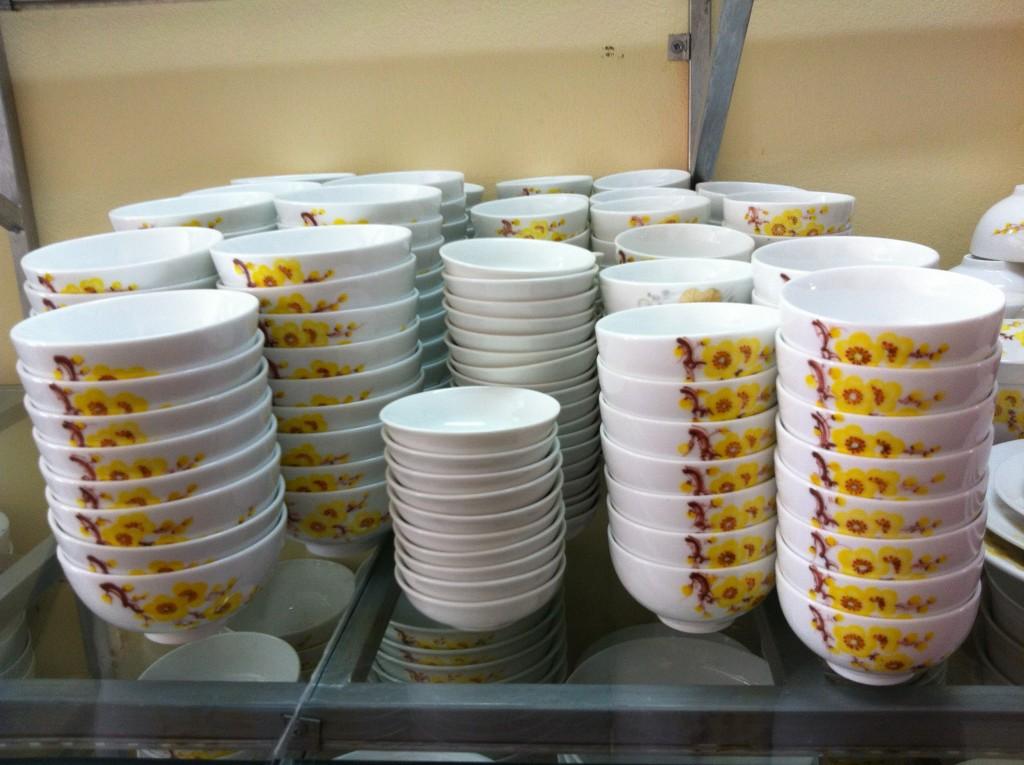 Bộ đồ ăn vẽ hoa mai vàng