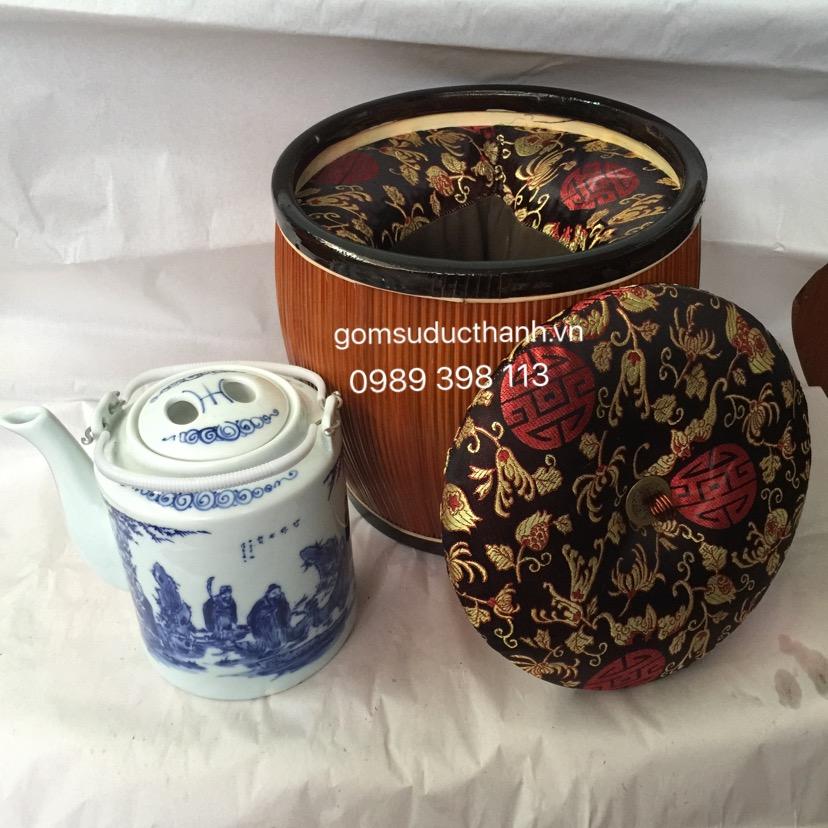 Gồm ấm tích và bộ ủ trà. Ấm dung tích 1 lit, 1,25 lit, 1,5 lit, 2 lit , đi kèm bộ ủ trà