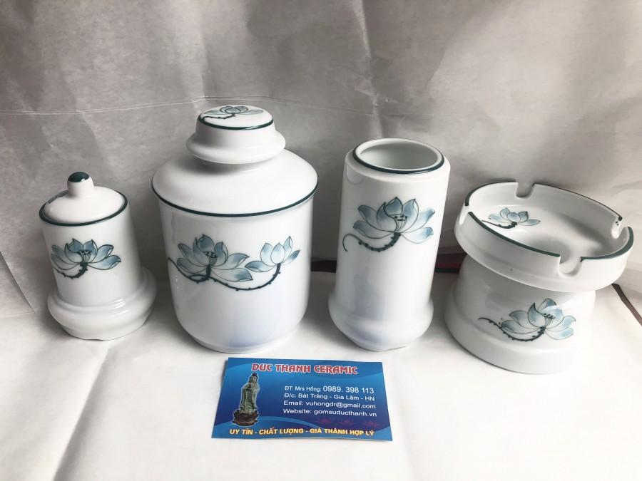Bộ phụ kiện tách trà vẽ hoa sen 280.000 đ