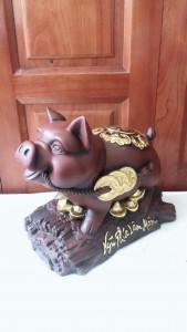 Lợn gốm dát vàng