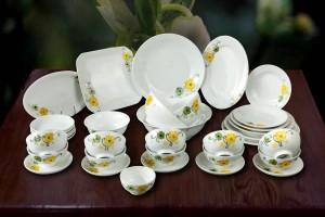 Bộ đồ ăn vẽ hoa mai vàng xanh