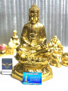 Tượng Phật dát vàng